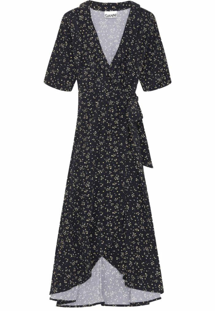 svart mönstrad omlottklänning från Ganni