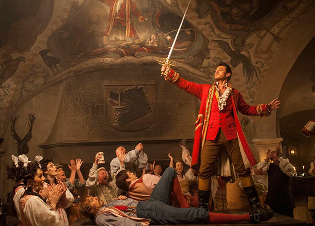 En bild från Disney-filmen Skönheten och odjuret med Emma Watson och Luke Evans.
