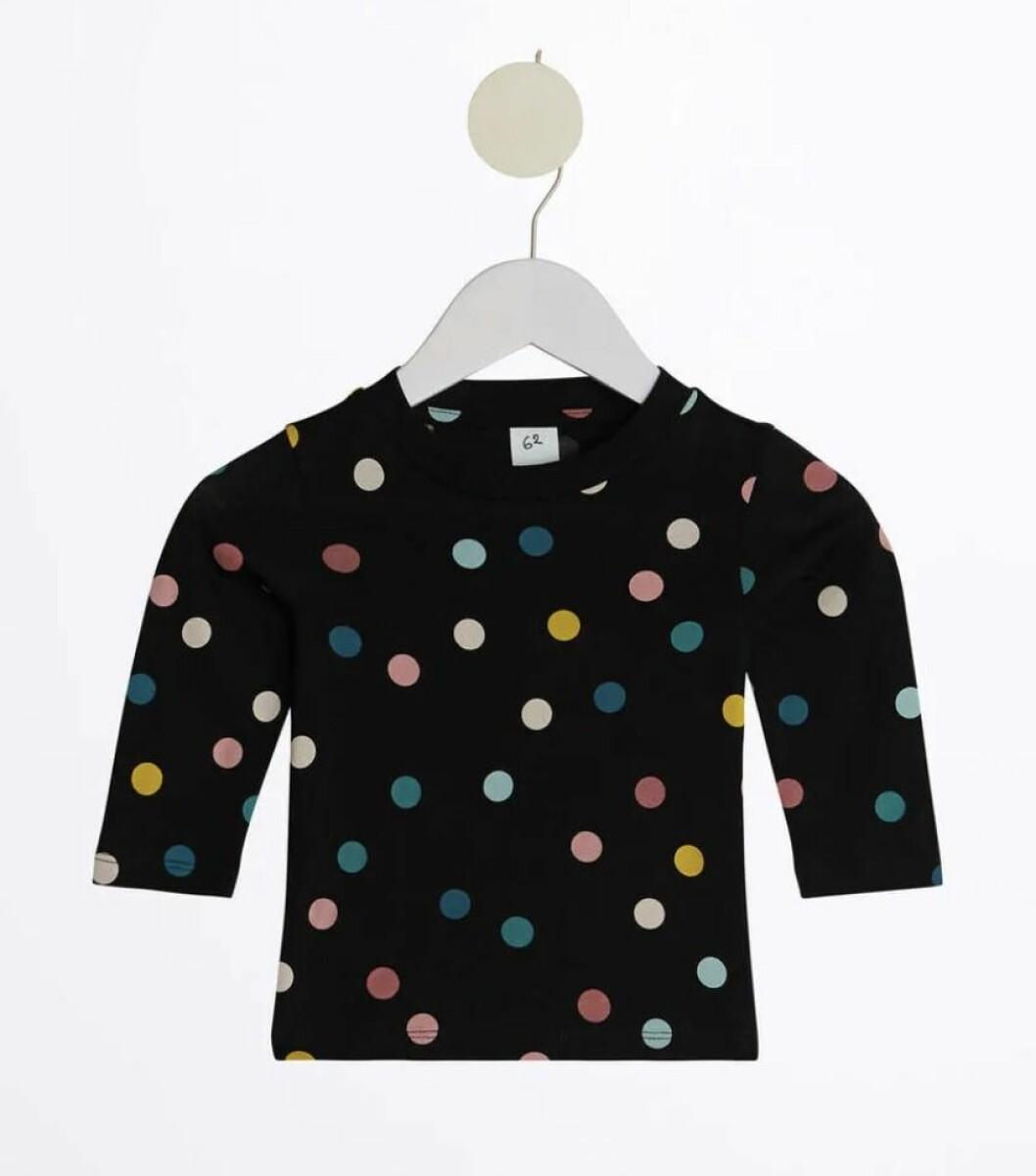Svart långärmad tröja med prickar
