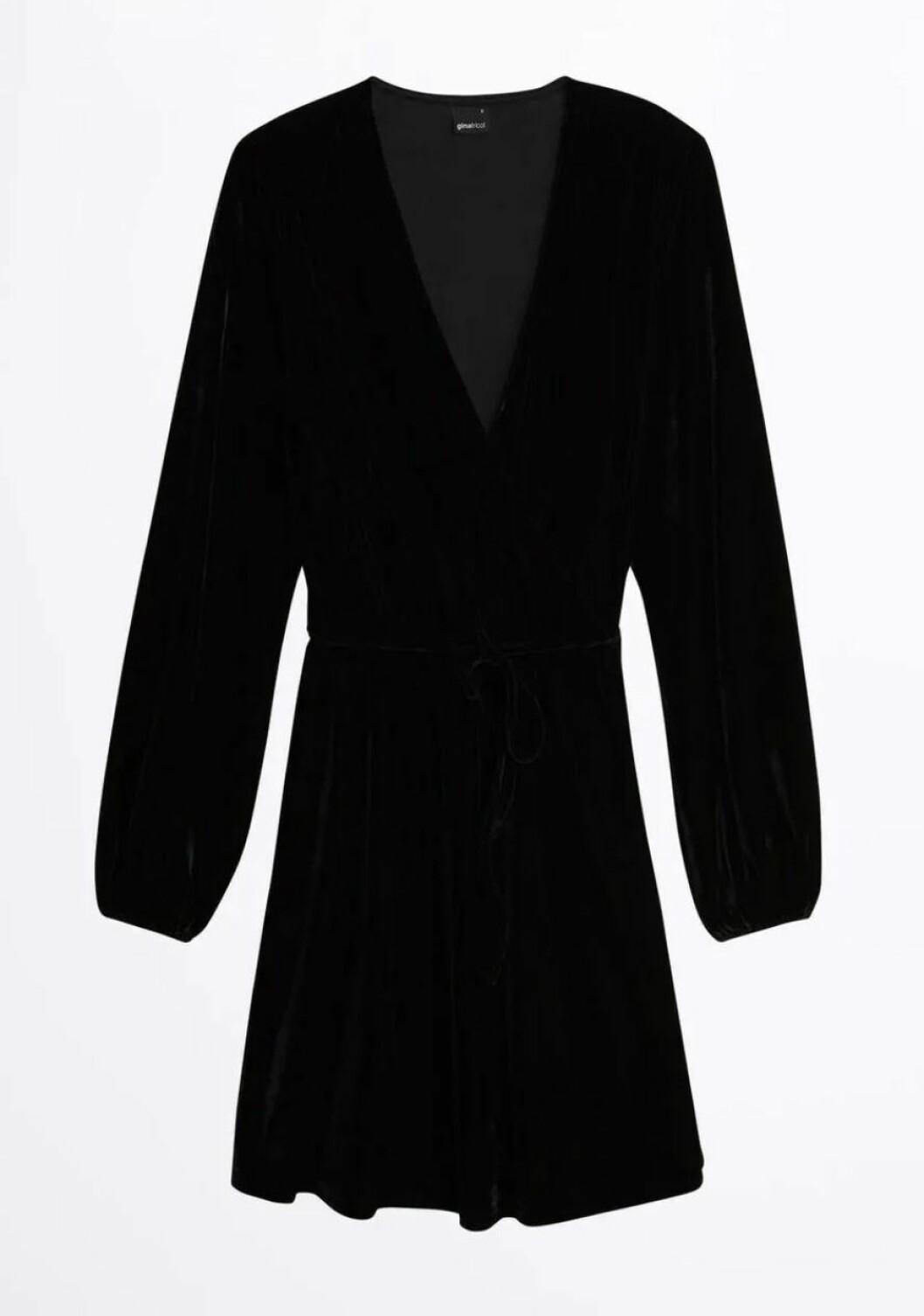 Gina tricot mini svart sammetsklänning