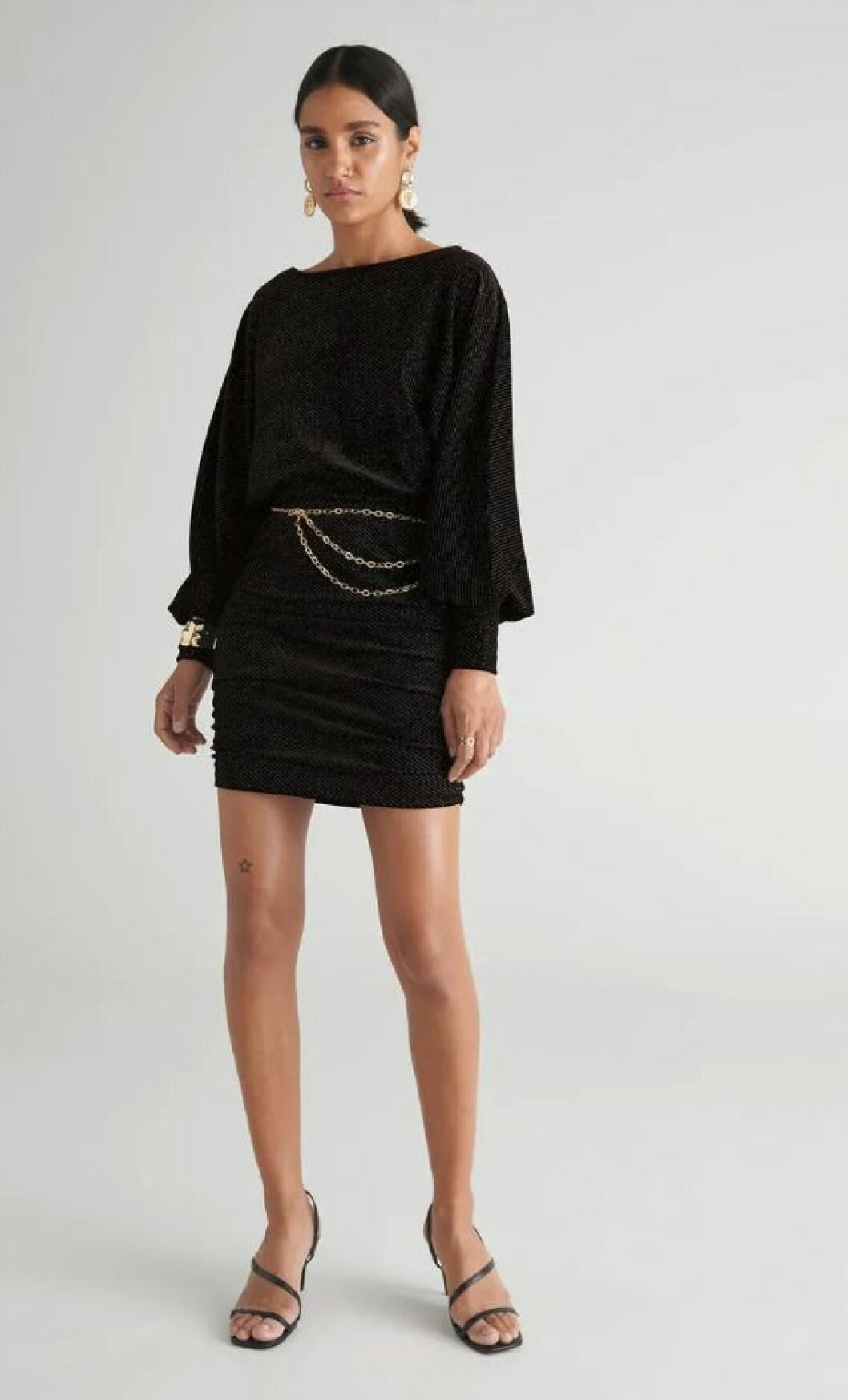 Glittrig sammetsklänning till nyår 2019