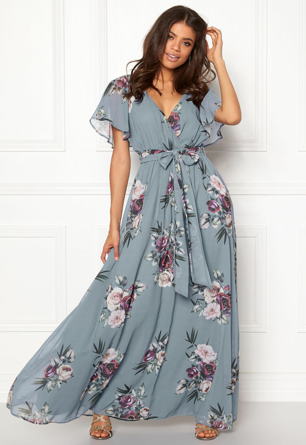 En bild på en omlottklänning med blommigt mönster från Goddiva.