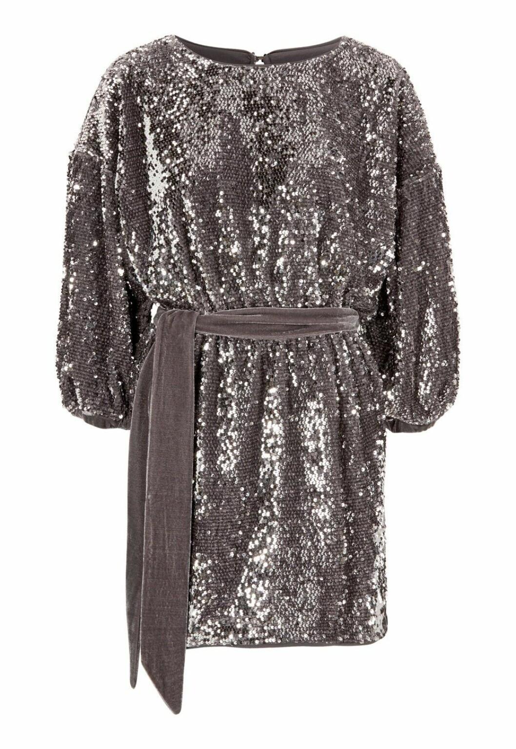 grå paljettklänning för dam till nyårsfesten 2019