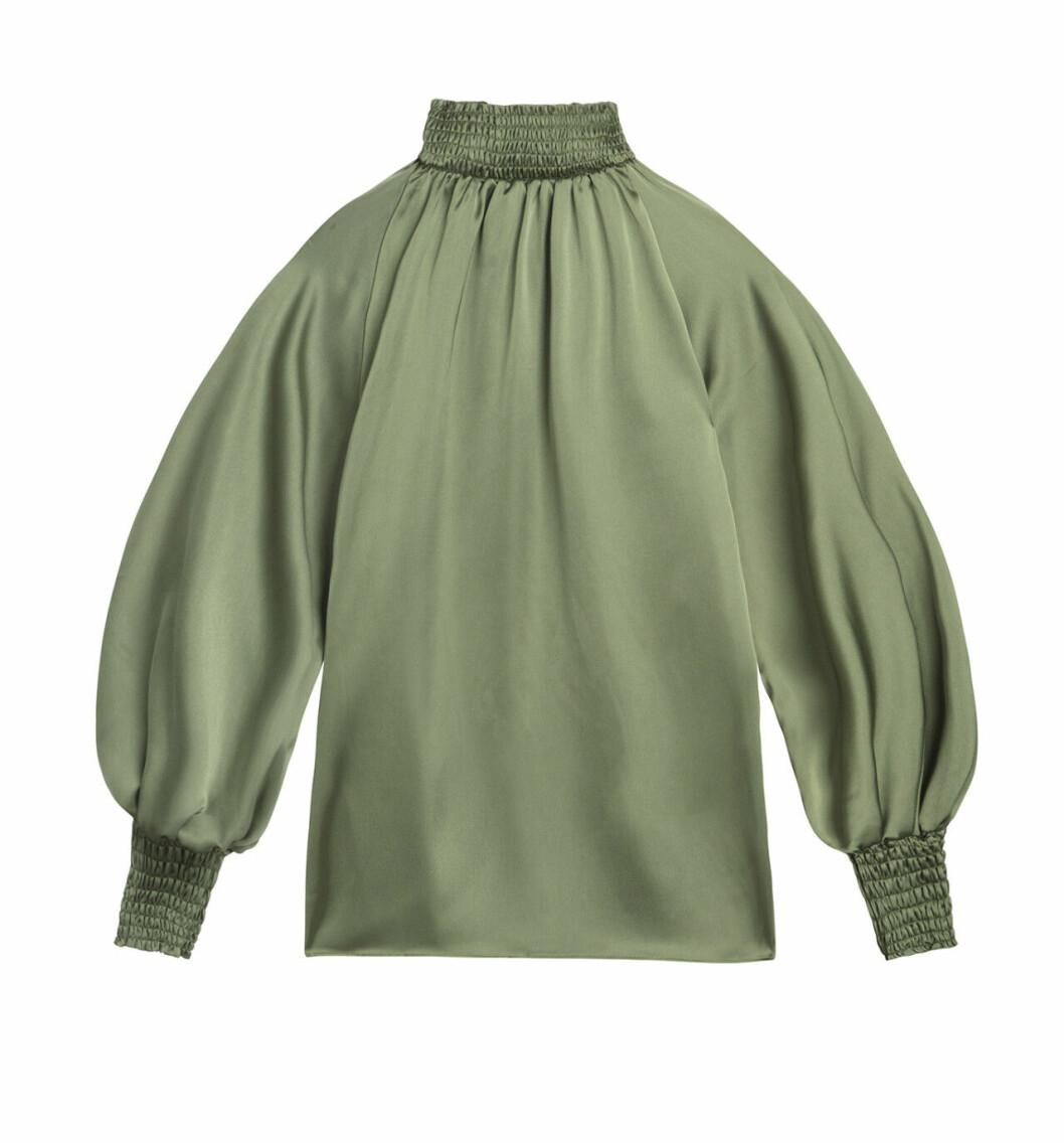 Grön blus med hög krage från By Malina