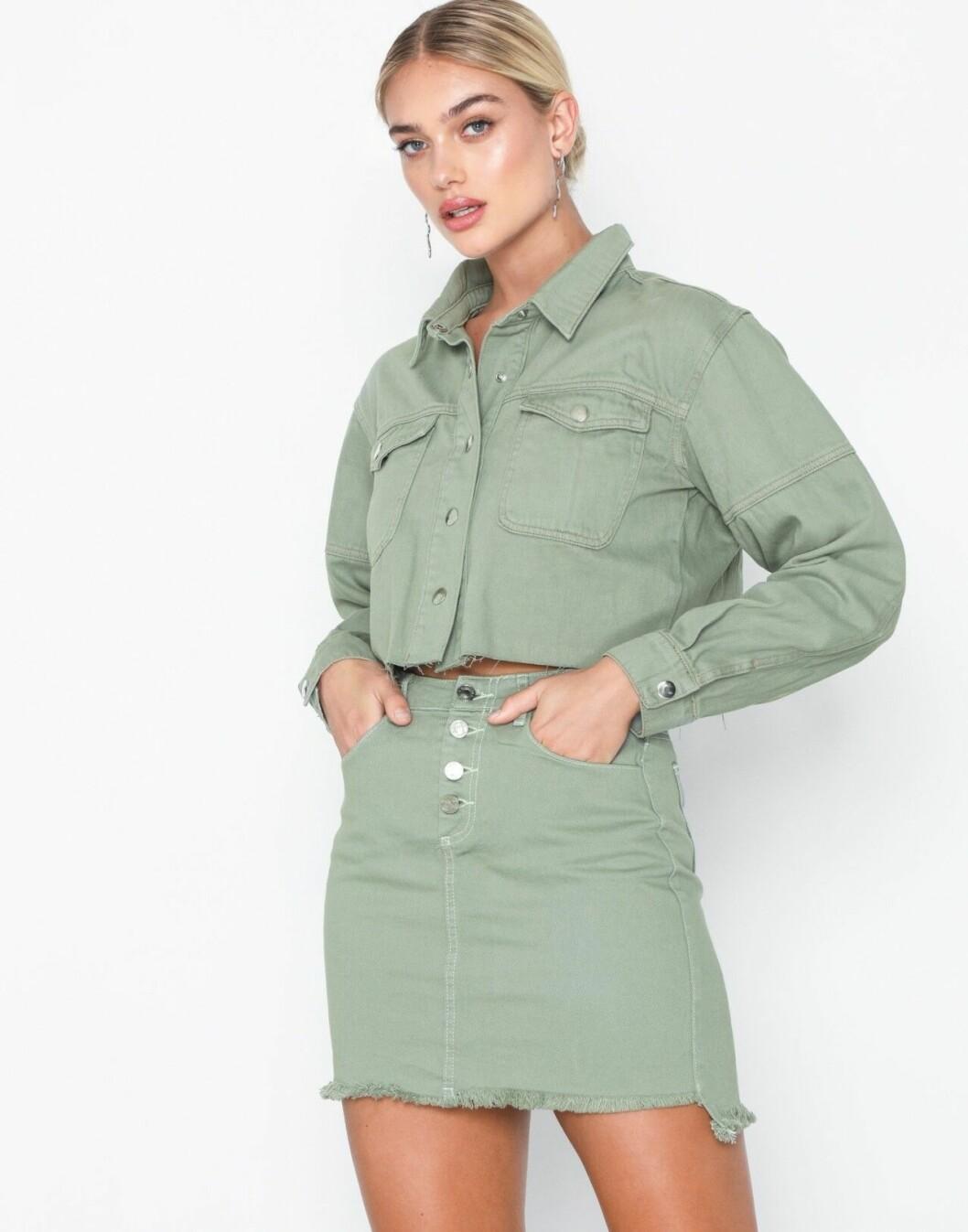 Grön jeansjacka i kort modell för dam till 2019