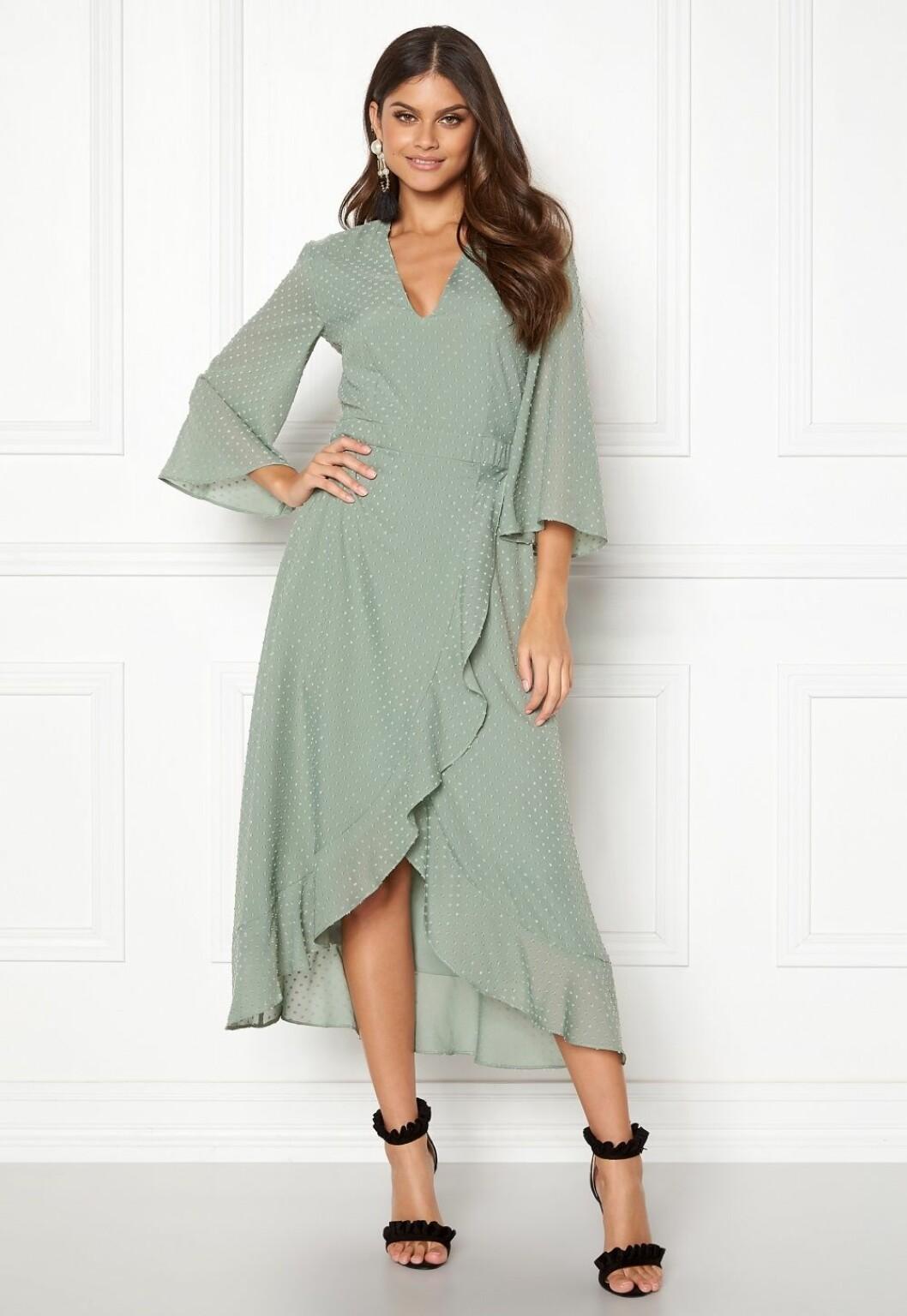 Grön omlottklänning till bröllop 2019