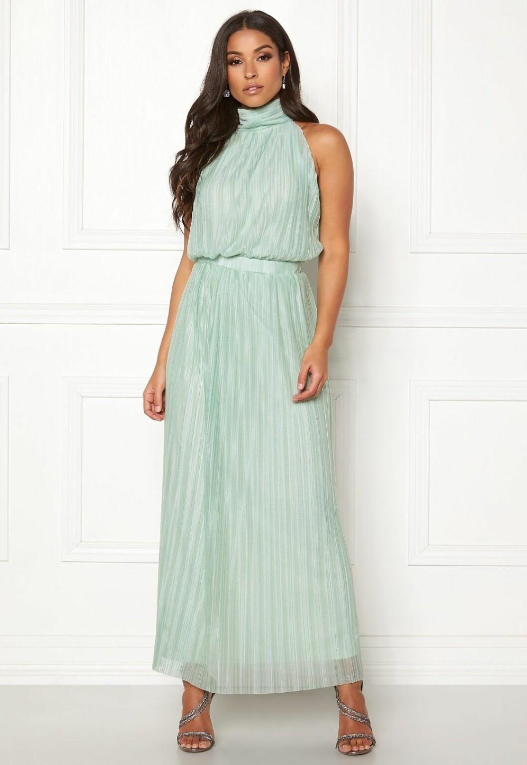 Grön klänning till bröllop som är billig