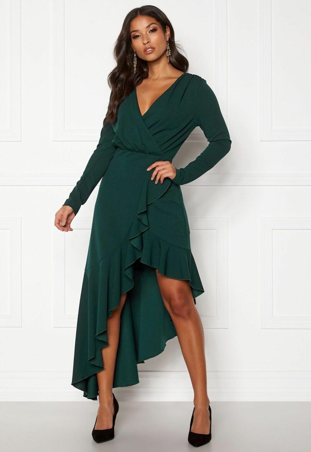 Grön klänning med lång ärm till bröllop 2020