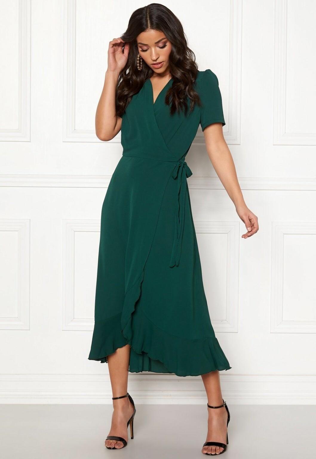 Grön omlottklänning för dam till bröllopet 2020