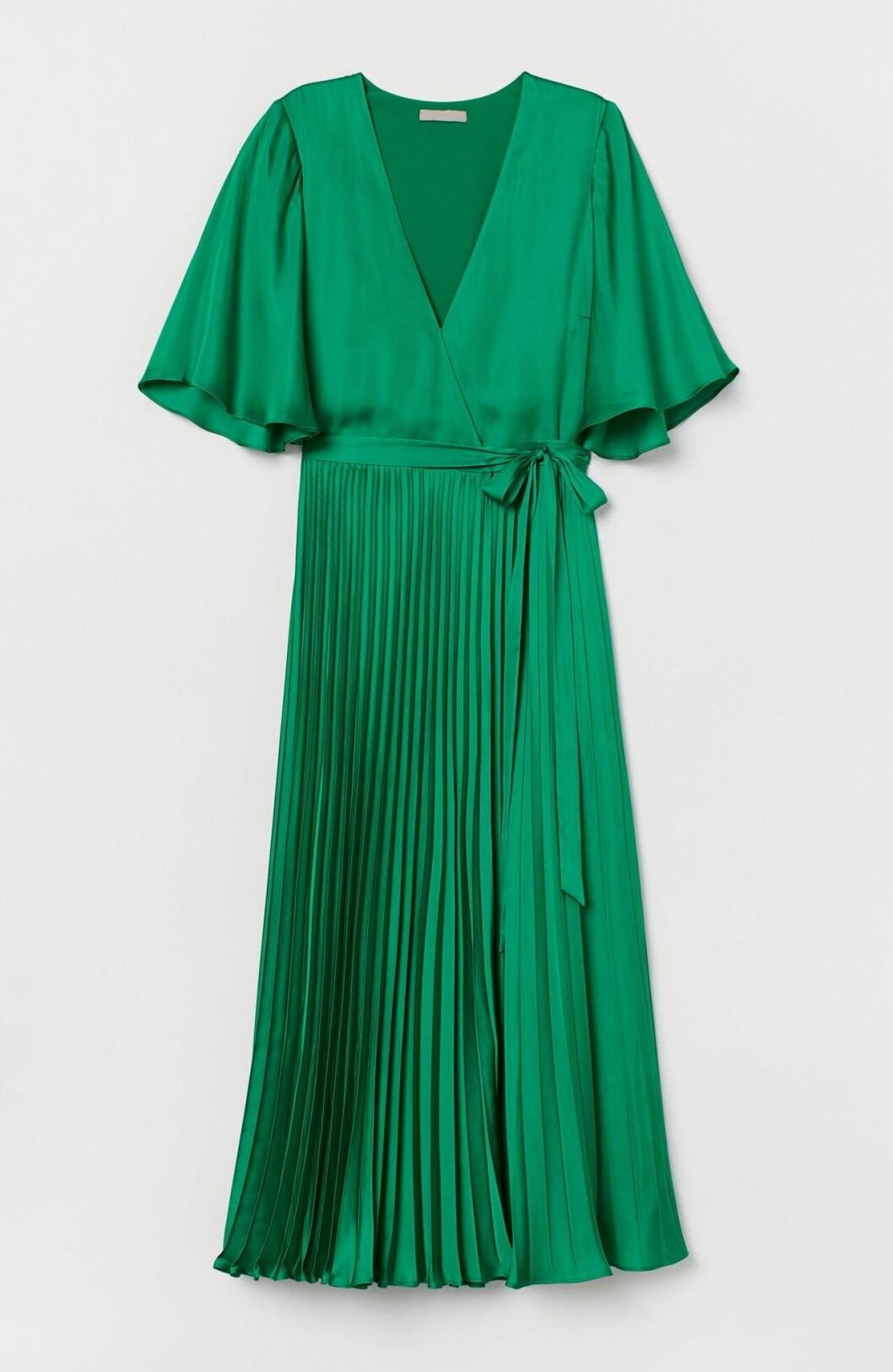 Grön plisserad klänning till bröllop 2020