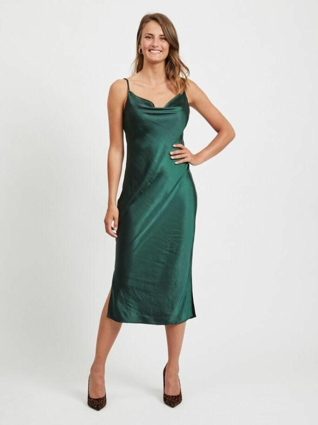 Grön slipklänning med tunna band för dam till 2020