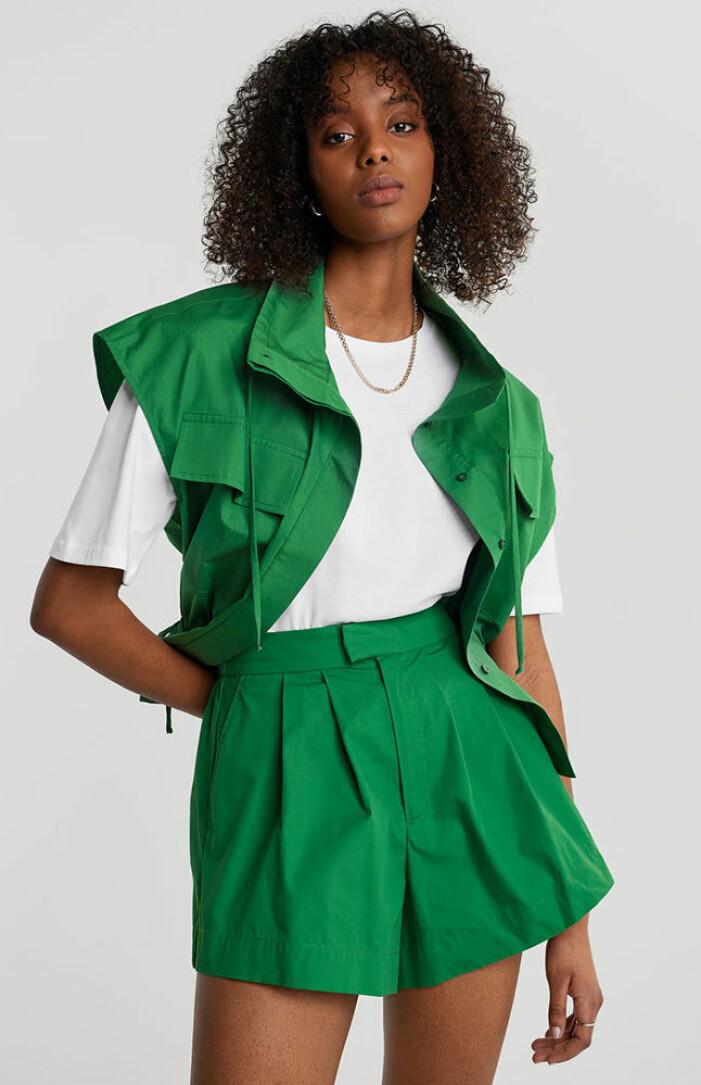 grönt set med shorts och väst från gina tricot