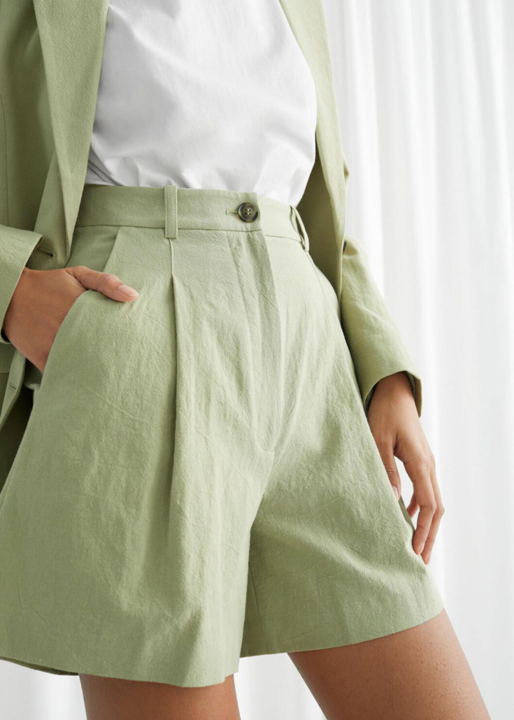Gröna shorts i dressad modell för dam till 2020