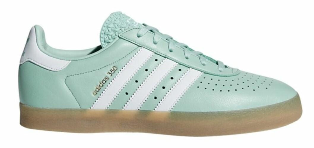 Ljust grönblå sneakers till dam från Adidas Originals till våren 2019