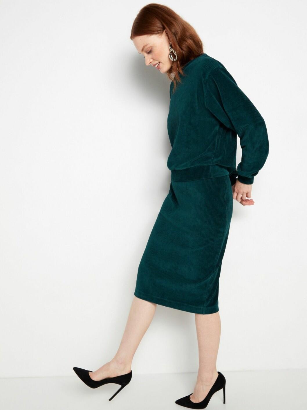 Matchande set: Grön tröja och kjol