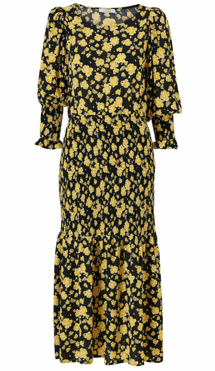 gulsvart blommig klänning