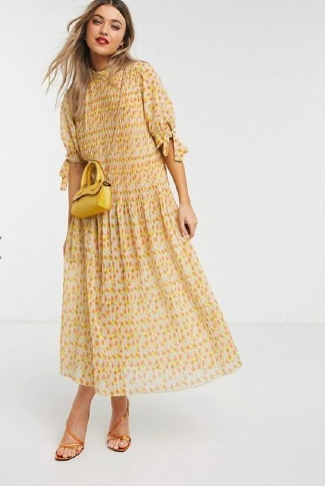 Gul klänning till bröllop för dam till 2020