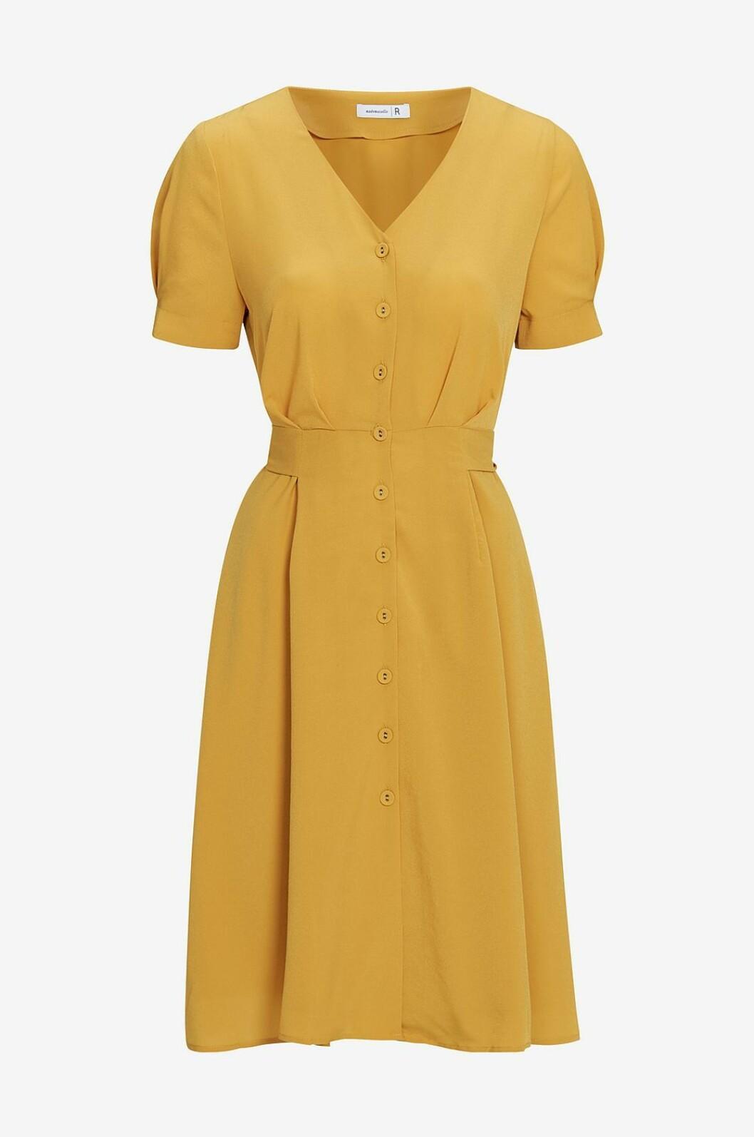 Gul klänning med markerad midja 2019