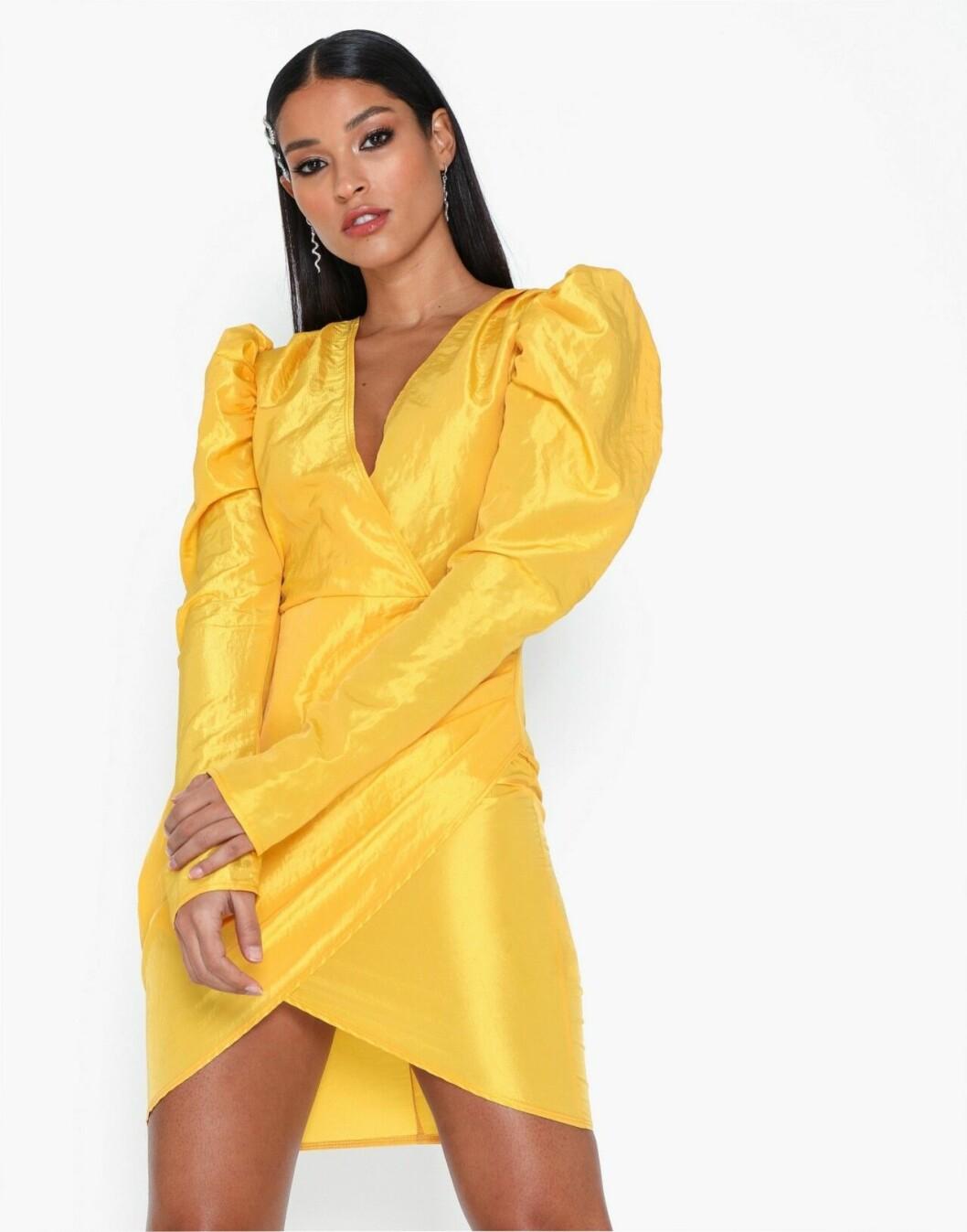 Gul festklänning med puffärm för dam till 2019