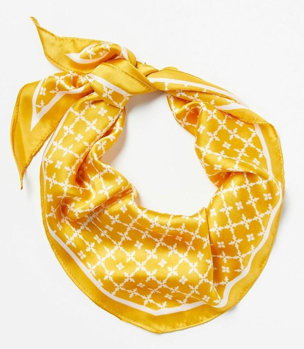 Gul scarf till våren 2019
