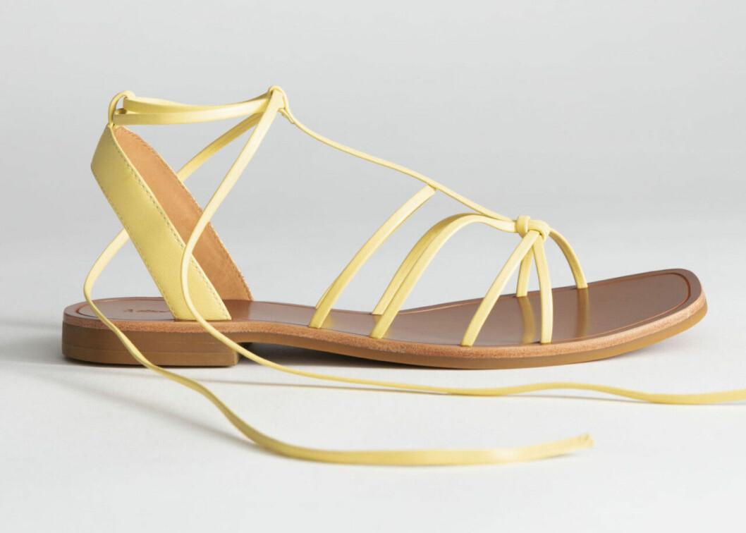Gula sandaler med tunna remmar för dam till 2019