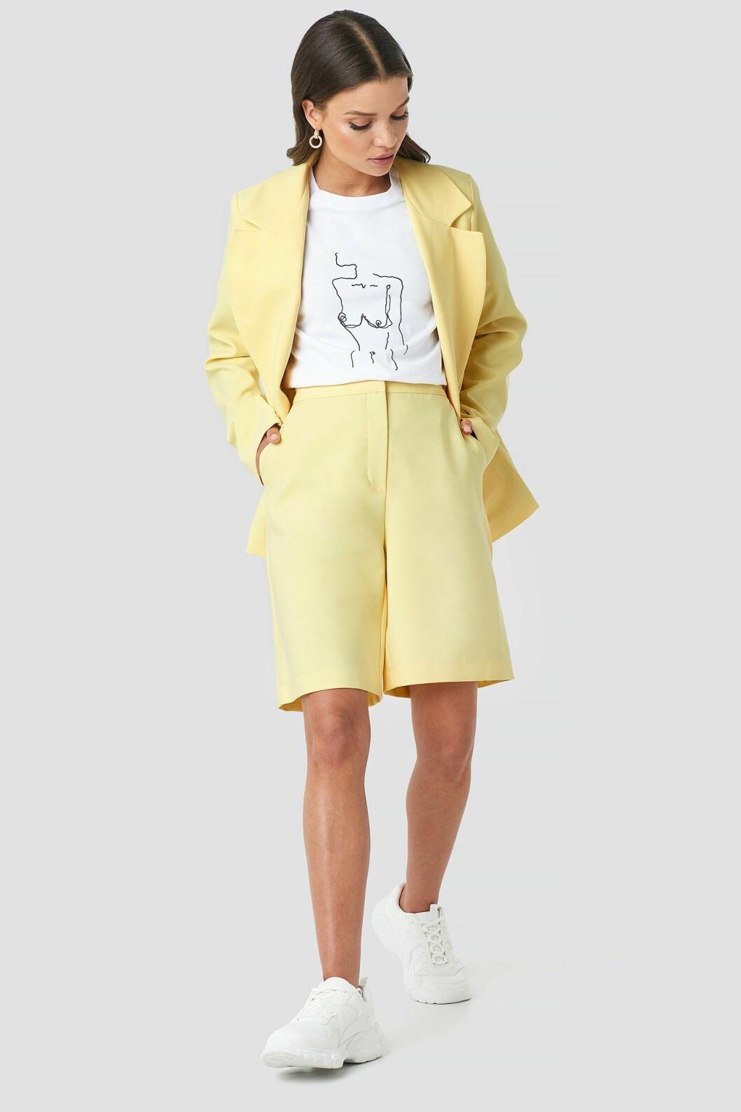 Gula shorts för dam till 2020