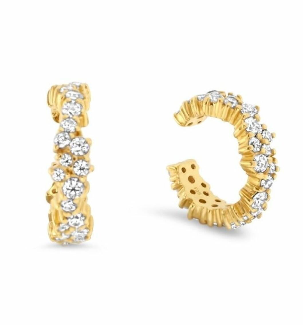 Guldfärgade earcuffs med stenar från Safira x Petra Tungården