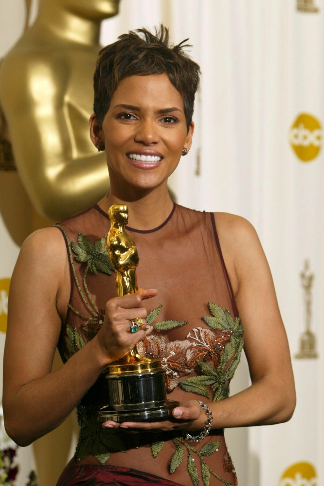 Halle Berry på Oscarsgalan med pris