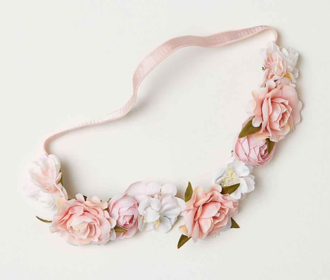 Blomkrans med vita och rosa blommor till midsommar 2019