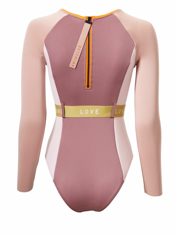 H&M släpper badkollektion med Love Stories – rosa våtdräkt bakifrån