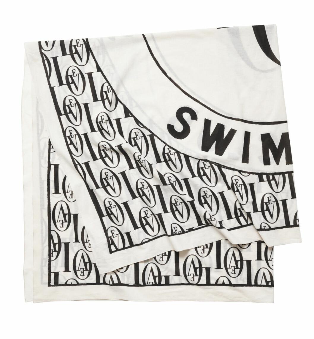 H&M släpper badkollektion med Love Stories – svart och vit scarf