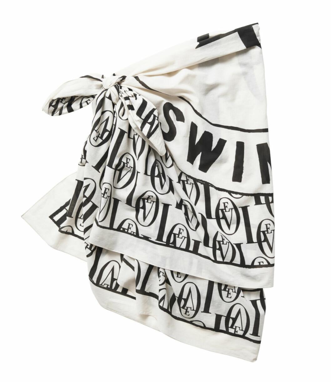 H&M släpper badkollektion med Love Stories – svartvit sarong