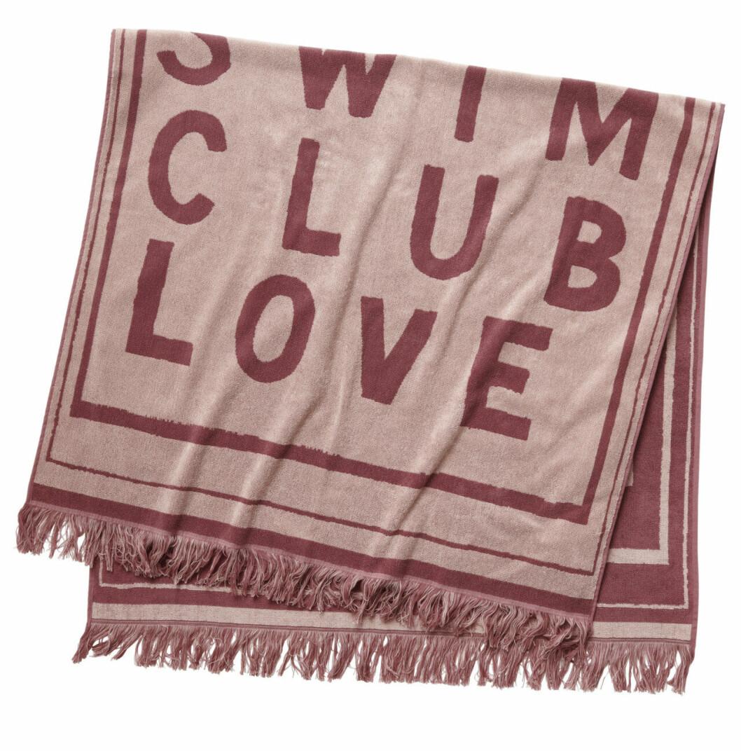 H&M släpper badkollektion med Love Stories – rosa handduk med fransar