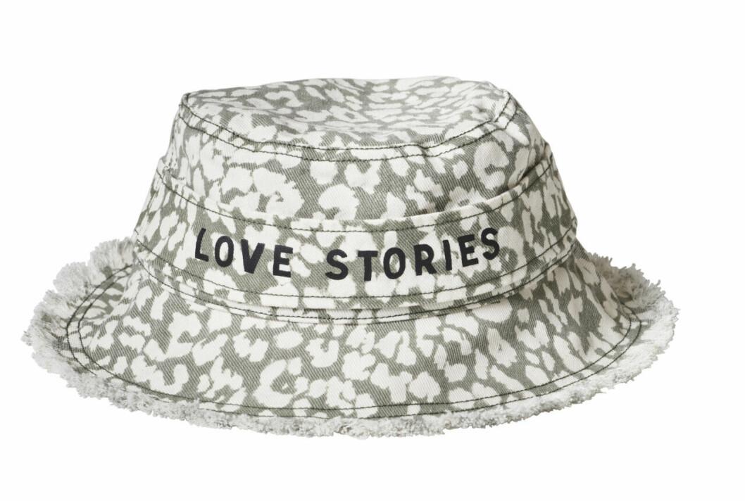 H&M släpper badkollektion med Love Stories – mönstrad bucket hat