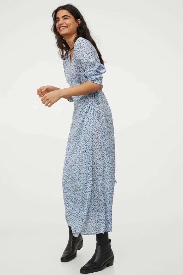 Ljusblå blommig klänning från H&M
