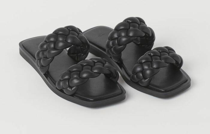 svarta tofflor i skinnimitation från H&M