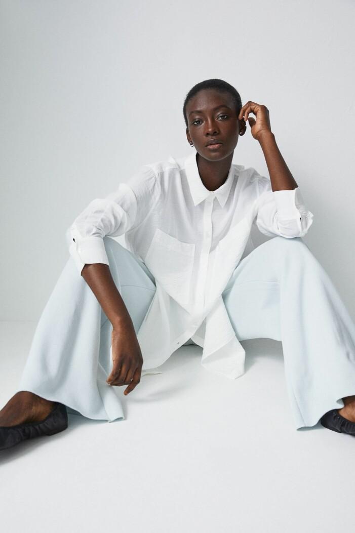 vit lång skjorta med bröstfickor från H&M