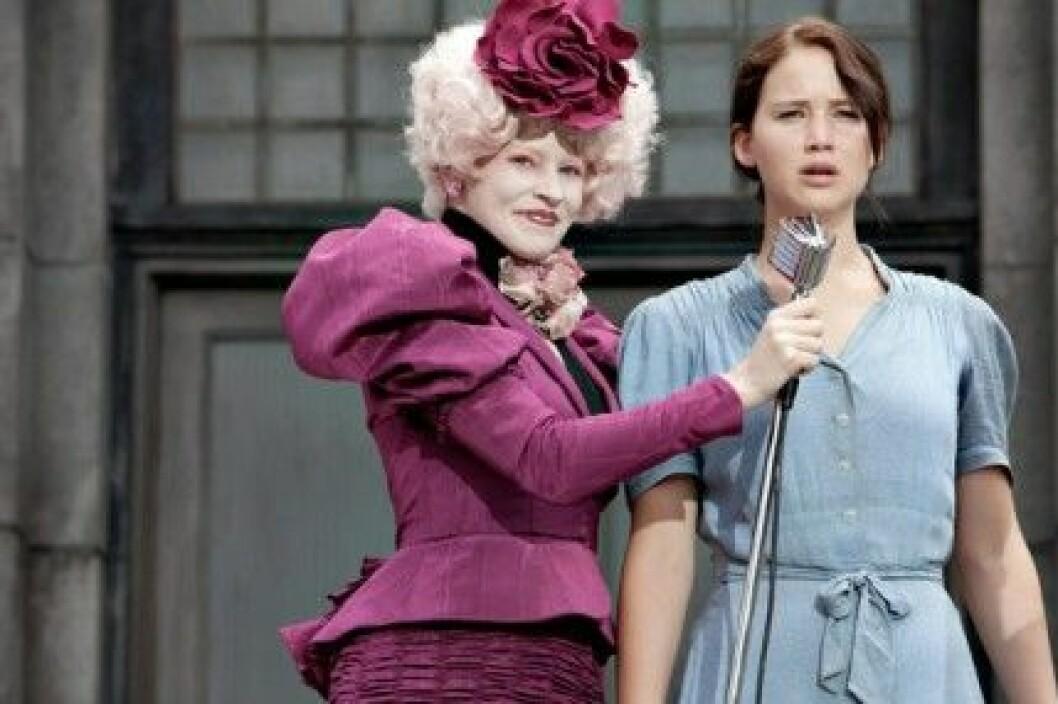 """Elizabeth Banks och Jennifer Lawrence i """"The Hunger Games""""."""