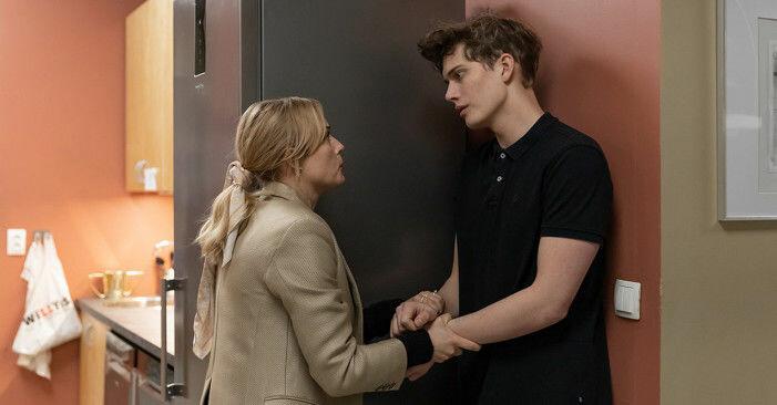 Ida Engvoll spelar konsulten Sofie som inleder en serie utmaningar med it-teknikern Max.