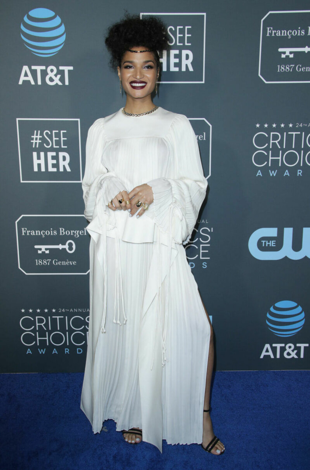 Indya Moore på röda mattan på Critics Choice Awards 2019