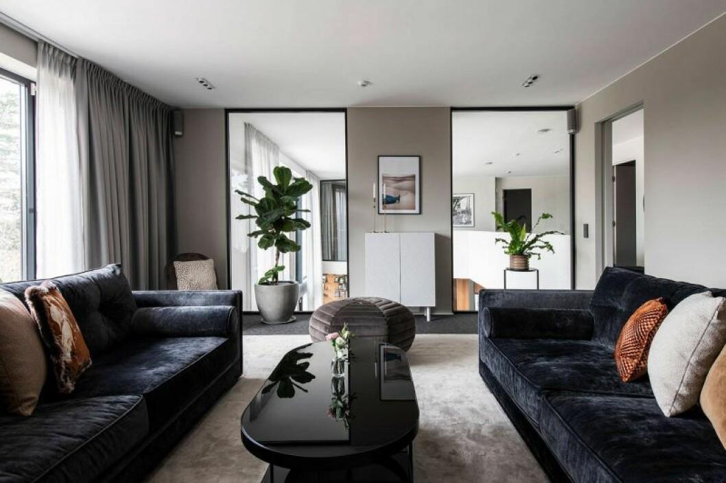 Isabella Löwengrip säljer sin lyxvilla – här är bild på vardagsrum två