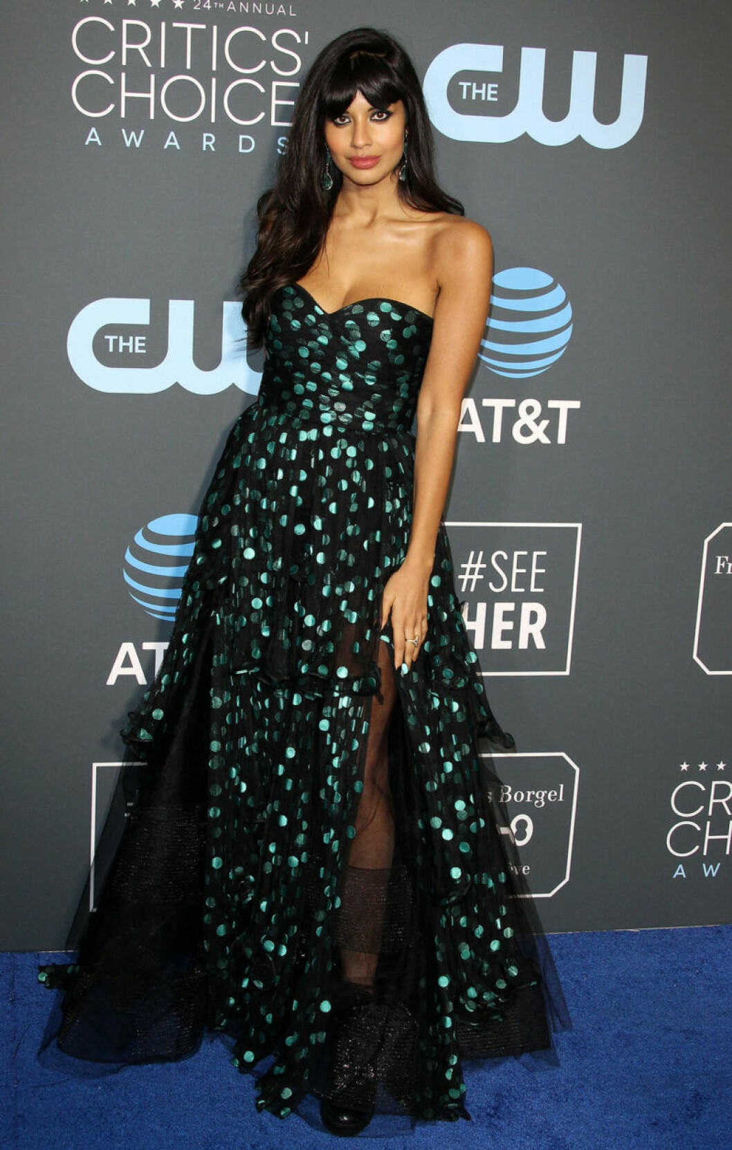 Jameela Jamil på röda mattan på Critics Choice Awards 2019