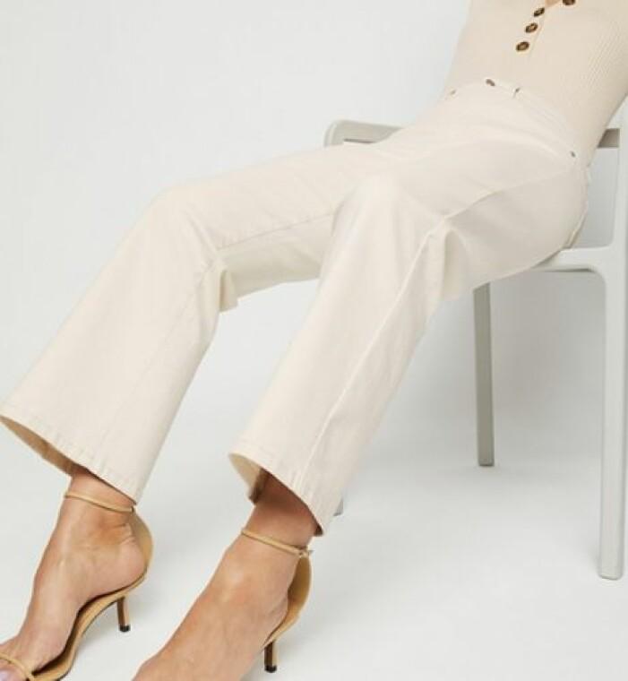 Jeans i bootcut-modell från KappAhl.
