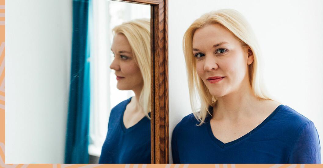 Författaren Johanna Holmström som har skrivit biografin om Märta Tikkanen.