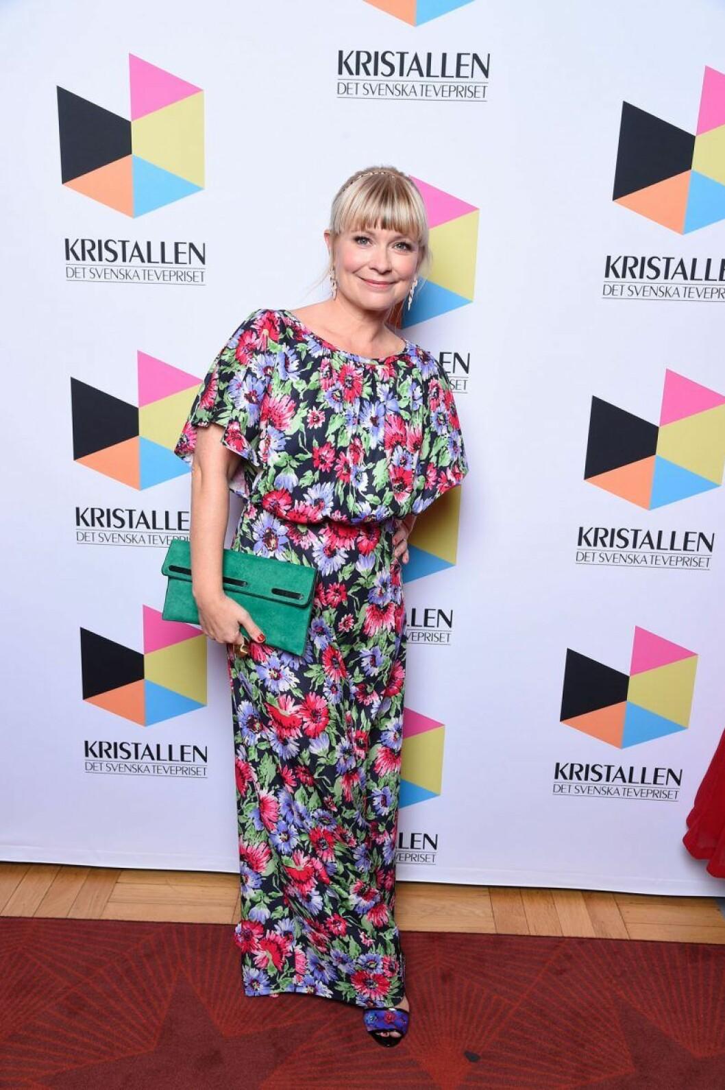 Josefine Sundström på röda mattan på Kristallen 2020