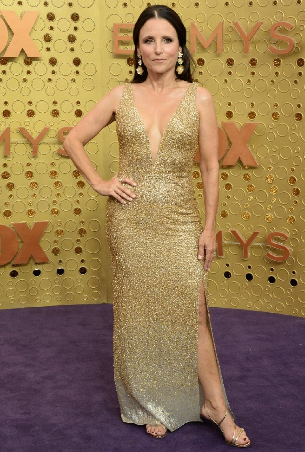 Julia Louis Dreyfus på röda mattan på Emmy Awards 2019