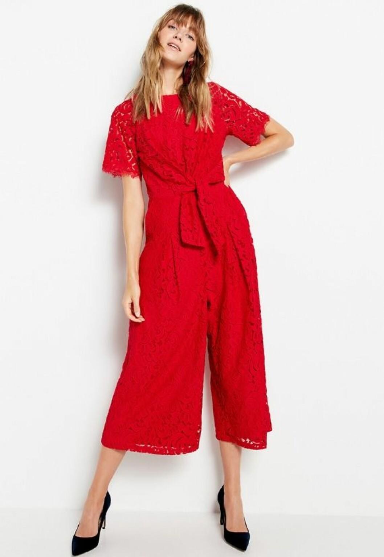 Röd jumpsuit i spets