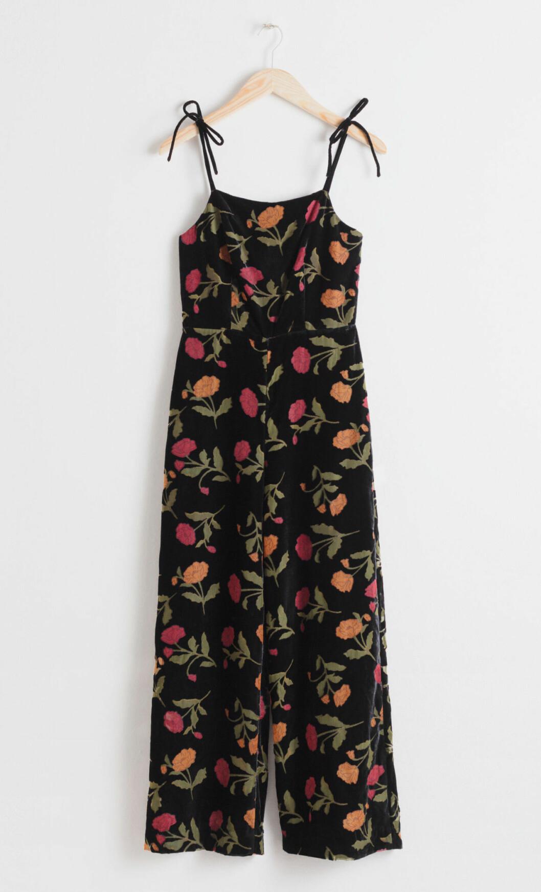 Blommig jumpsuit till fest