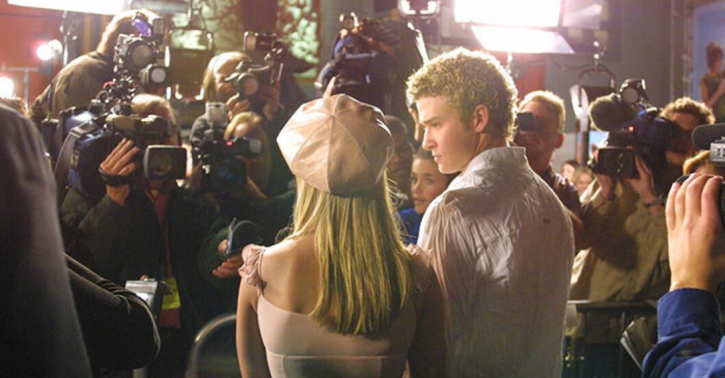 En bild på Britney Spears och Justin Timberlake år 2002.