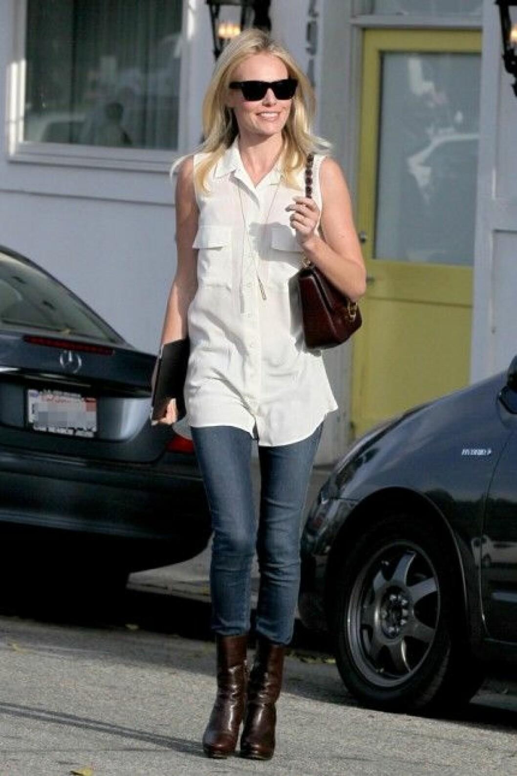 Kate Bosworth i vårens heta ärmlösa skjorta!